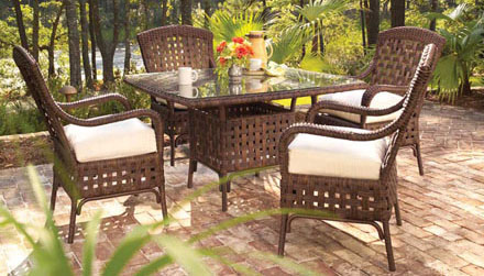 outdoor-table-chairs-woven-lloyd-loom